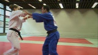 Selbstbeherrschung und SelbstverteidigungEin traditioneller Aspekt des Judos ist die Selbstverteidigung. Wer lange genug Judo praktiziert, ist in der Lage, sich in brenzligen Situation selbst zu verteidigen.