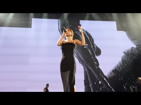 Selena Gomez - Transfiguration/Nobody [Revival Tour Singapore]