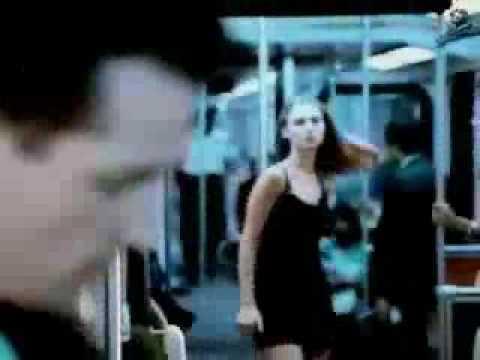 遇到美女扒手一定要想辦法拿走她身上的東西!例如胸罩?!