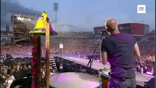 Coldplay playing in Manchester setlist: 00:00 Don't Look Back in Anger (Oasis cover, Coldplay singing with Ariana Grande...