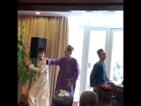 Chinese sing in hausa.