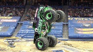 Kierowca monster trucka, a z zamiłowania akrobata