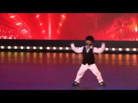 bambino di 4 anni manda in delirio il pubblico del talent show belga