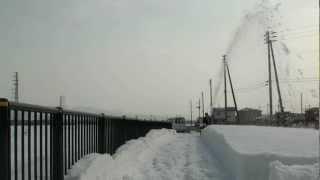 Download Lagu HONDAハイブリッド除雪機 HSM1390i-JR 春の湿雪も一気に60cm! Mp3