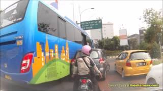 Video Bus Transjakarta Serempet Ertiga - Side Collision on Narrow Street MP3, 3GP, MP4, WEBM, AVI, FLV Mei 2017