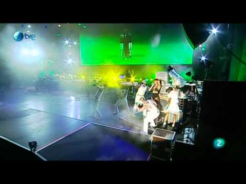 Rihanna - Let Me And S.O.S. Medley (LiVE @ Rock In Rio Madrid 06.05.2010) 720p-SD