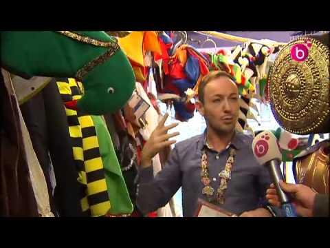 Préparatifs de carnaval dans un magasin de costumes
