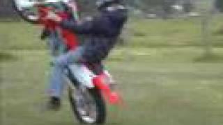 8. Wheelstanding Honda CR250R