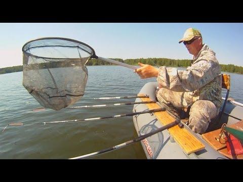 ловля рыбы бортовыми удочками видео