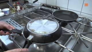 Geschmorter Blattspinat in  Knoblauch mit Mandelsplitter