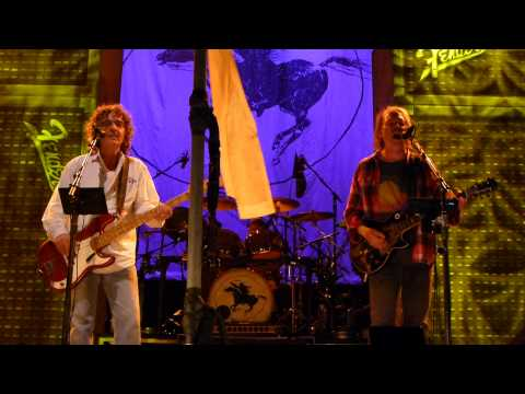 Neil Young, Crazy Horse - Walk Like A Giant - 2012-11-27 Madison Square Garden, New York - rail HD