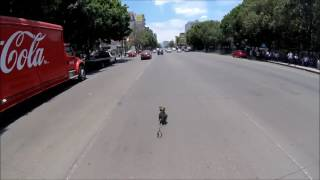 Una ciclista pedaleó a toda velocidad de San Pedro hasta San Antonio, en la Ciudad de México, con el objetivo de rescatar a un perro que logró soltarse de su dueño.Video tomado de Twitter: Calaveritabike@calaveritabike