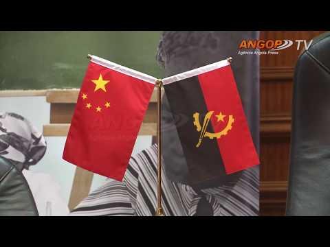 China doa material didáctico para combate ao analfabetismo