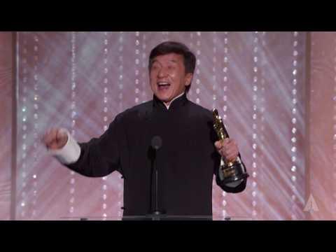 成龍這50年來斷了不知多少骨頭拍攝超過200部電影,終於現在連奧斯卡都決定要頒重量級的獎給他!
