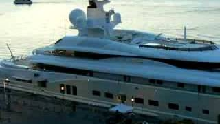 Abramovich Loses Yacht In Poker Game