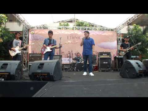 Surface - Castle on The Hill (Ed Sheeran) @Ethnic SMP 111 Jakarta 20 Mei 2017