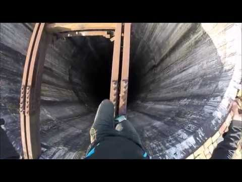 Daredevil walks on a beam over a 900foot tall giant