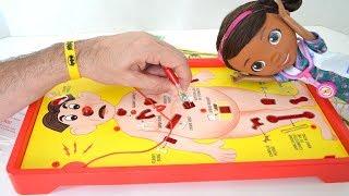TotoyKids juega a Operando junto a la Doctora Juguetes!!! Niños contra Niñas!!! TotoyKids