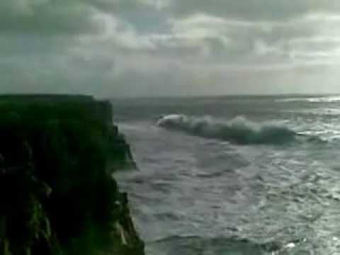 ondas gigantes em sagres incrivel