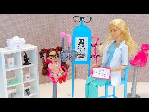 Барби Мультик Очки Для Малявки Куклы Игрушки для девочек Новые серии Барб… видео