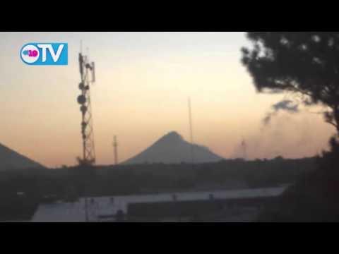Volcán Momotombo emana gases y ceniza
