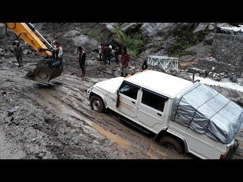 Jeep Stuck on Manang's Dangerous Road Nepal
