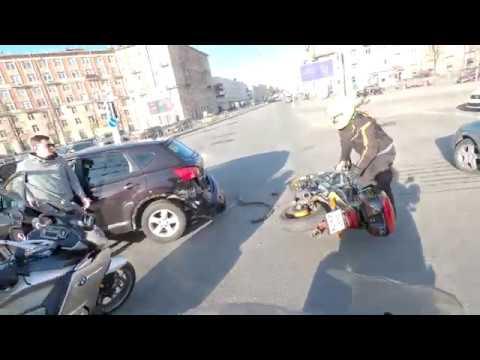 Мотоциклист прощёлкал вспышку!