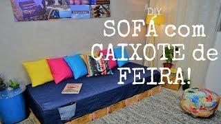 Sofá Com Caixote de FeiraUma maneira de economizar na hora de decorar é fazer você mesmo, e a outra é usar materiais alternativos, então nós decidimos criar um sofá com uma pegada pra lá de econômica e sustentável!Almofada sem costura: https://www.youtube.com/watch?v=fTuQiuKe1GY&t=9sMinha Caixa Postal:Caixa Postal: 76222 CEP:02737-970 São Paulo - SP Fabianno OliveiraQuer saber mais sobre meu trabalho? Sigam me nas Redes Sociais:FanPage: www.facebook.com/AtelieEcoDesignBlog: www.fabiannooliveira.blogspot.com.br/Facebook: www.facebook.com/OliveiraFabiannoInstagram: www.instagram.com/fabianno_oliveira/
