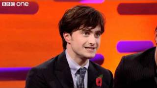 "Download Lagu Daniel Radcliffe sings ""The Elements"" - The Graham Norton Show - Series 8 Episode 4 - BBC One Mp3"