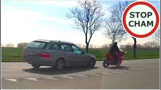 Małolat na motocyklu prawie zabija faceta w osobówce…