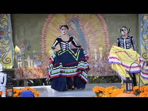 Old Town Dia De Los Muertos folkloric dancers 12