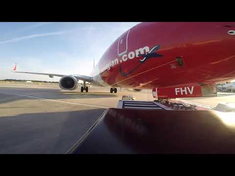 Ramp Life: Norwegian B737-8 TBL pushback HD (14 June 2017)