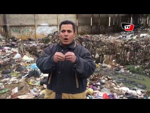 القمامة والصرف تحاصران قريتين بالمحلة.. والأهالي: «يرضي مين ده»