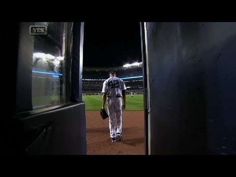yankee stadium - 9/26/13: Mariano Rivera trots in from the bullpen to