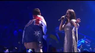 Во время выступления Джамалы на Евровидение 2017 украинский пранкер Виталий Седюк выбежал на сцену, обернутый флагом Австралии, и показал на камеру голый зад.