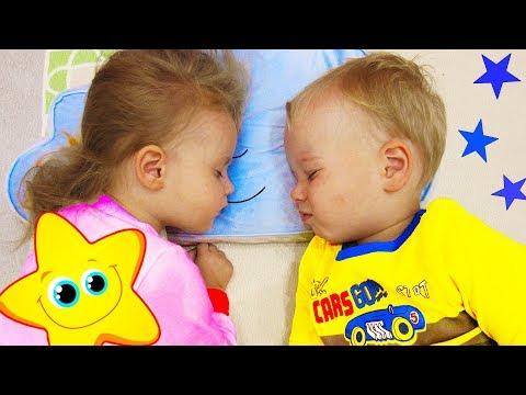 Gaby and Alex pretend play Bedtime Routine