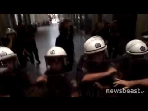 Video - Ένταση στο υπουργείο Εργασίας, ξενοδοχοϋπάλληλοι προσπάθησαν να μπουν στο κτίριο