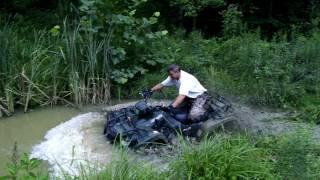 9. 2005 Suzuki Vinson boat club, Jason getting some