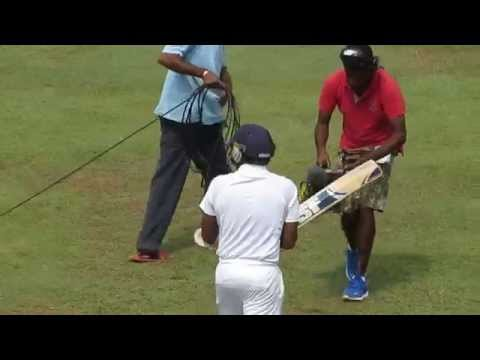 A funny on-field moment between Mahela Jayawardene and Simon Taufel