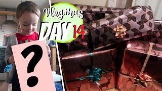 Video LOOK WHAT I BOUGHT HIM!! AND WRAPPING SO MANY PRESENTS! VLOGMAS DAY 14! MP3, 3GP, MP4, WEBM, AVI, FLV Oktober 2018