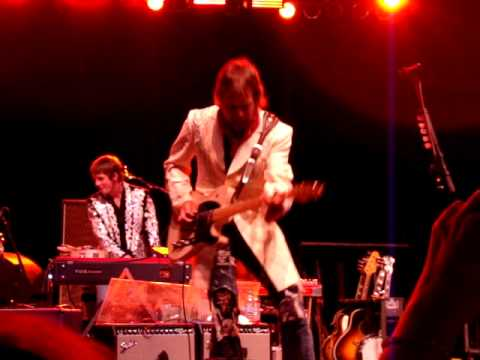 Dwight Yoakam - Please, Please Baby @ Extraco Events Center in Waco, TX 7/23/2011. Keith Gattis on guitar.