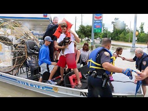 Εικόνες «Αποκάλυψης» στο Χιούστον από τις καταστροφικές πλημμύρες