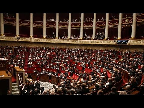 Γαλλία: Διχάζει η αφαίρεση υπηκοότητας από τρομοκράτες
