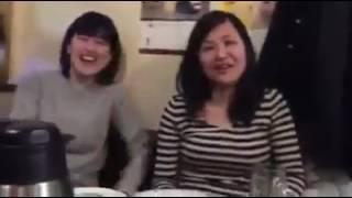 Japanees girls talking Sinhala මේ ජපන් අක්කලා දෙන්නෙක්. බලන්න සිංහල කතා කරන ලස්සන. කොලඹ පොස්...