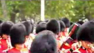Video The Queen is almost assaulted... MP3, 3GP, MP4, WEBM, AVI, FLV November 2017