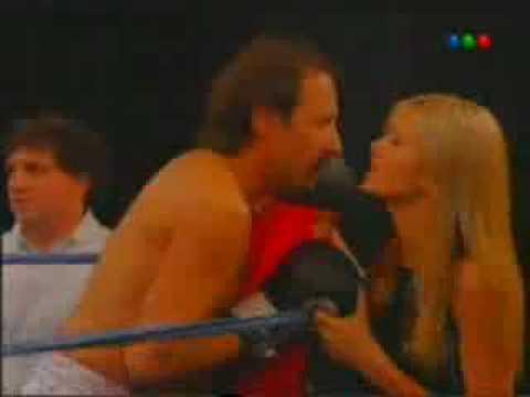 Don Arturo boxea por July en Poné a Francella