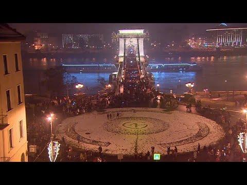 Νυχτερινή πορεία ειρήνης στη Βουδαπέστη κατά του «νόμου των σκλάβων»…