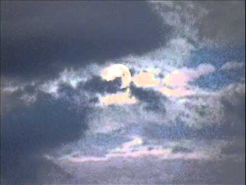 Tekst piosenki Petula Clark - Old Devil Moon po polsku