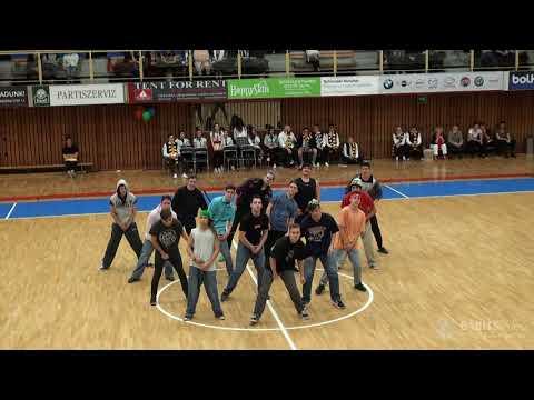 12.D osztály szalagavató tánca