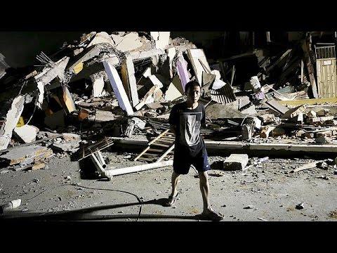 Εκουαδόρ: Toυς 272 έφτασαν οι νεκροί από τον καταστροφικό εγκέλαδο των 7.8 ρίχτερ